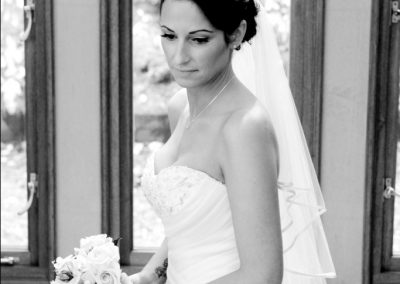 Wedding hair curly up style with natural wedding make-up.